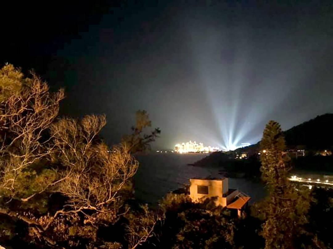 高能量射燈讓澳門每個角落都看不到夜空。