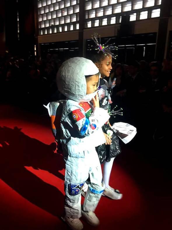 太空人來啦。