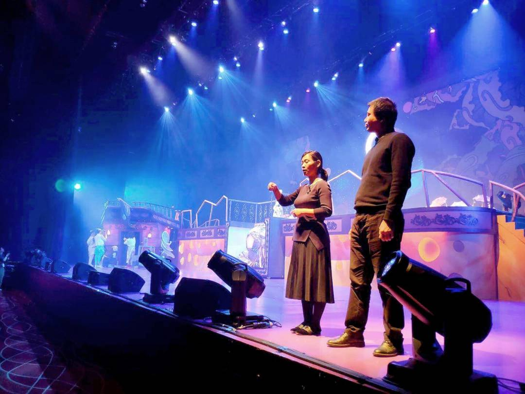 SoSo在扶康會的大型共融舞台劇《同.不同》的視形傳譯工作。