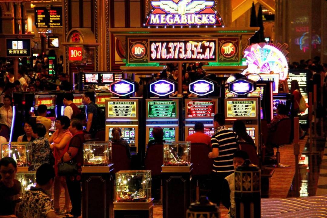 社會一直期望,政府可以透過今次續牌,理順過去賭業的種種亂象,同時促使博企履行更多社會責任。