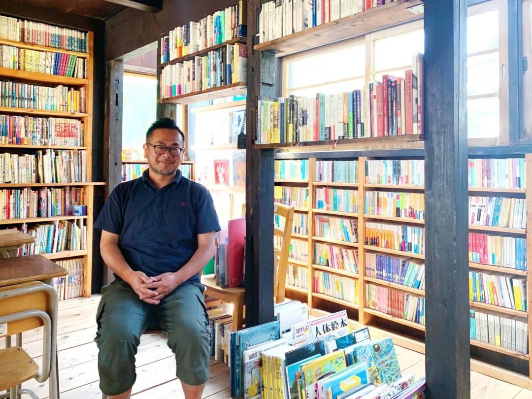 建立圖書館的福井大和先生。