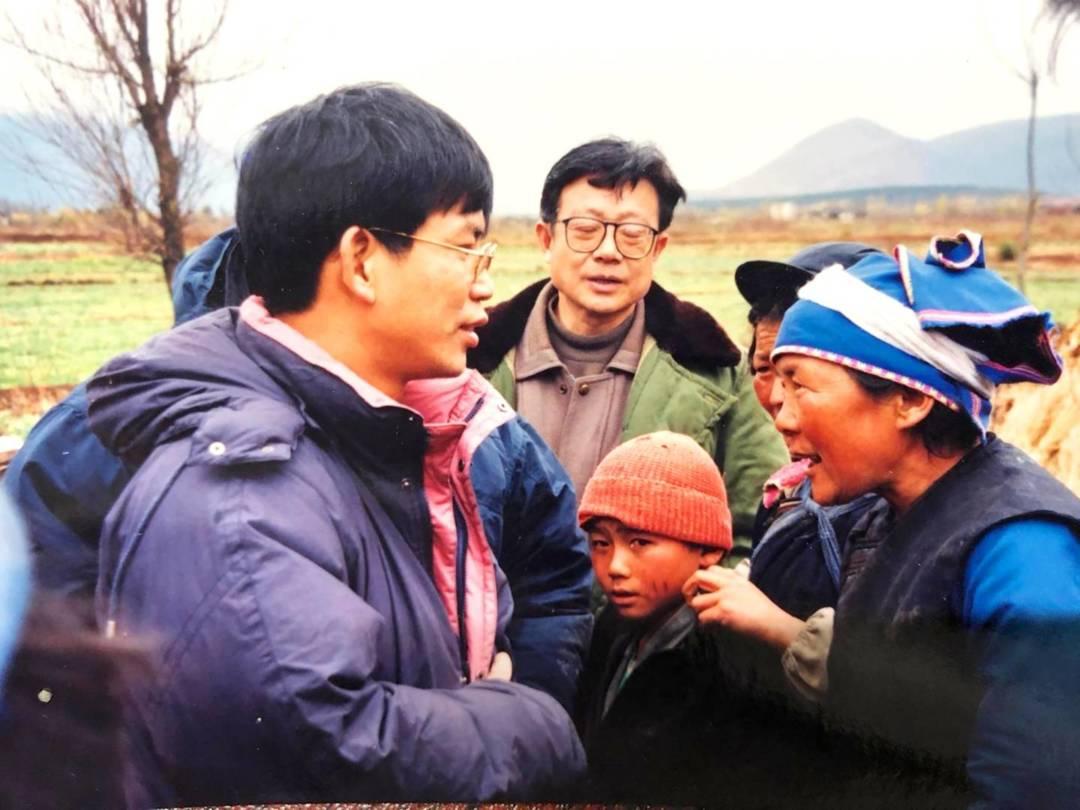探望雲南麗江地震災區。
