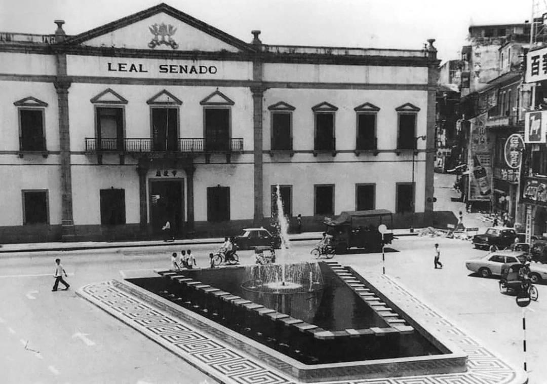1980年代的市政廳及前地,地上尚未有葡式石塊。