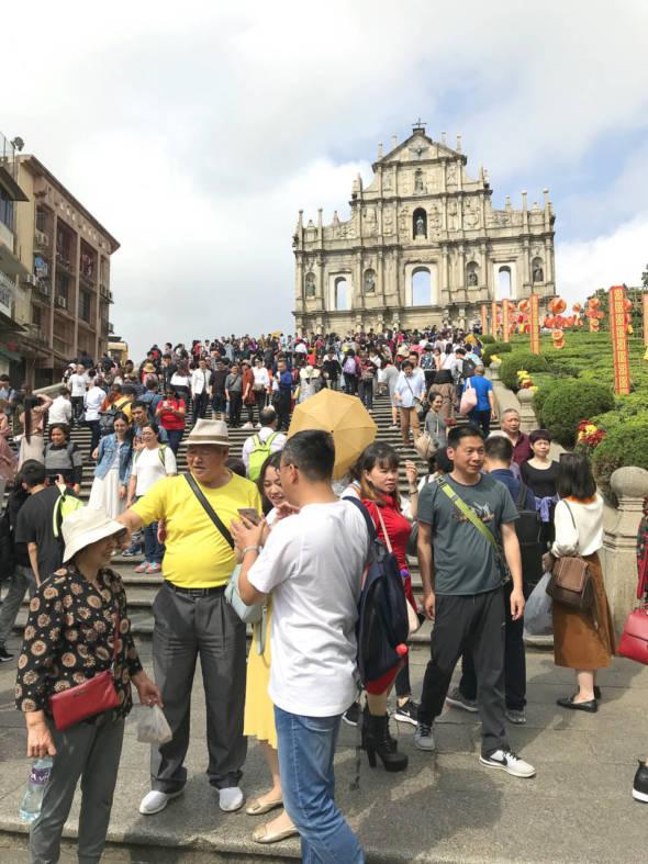 大時大節,大三巴一帶都會迫滿遊客。