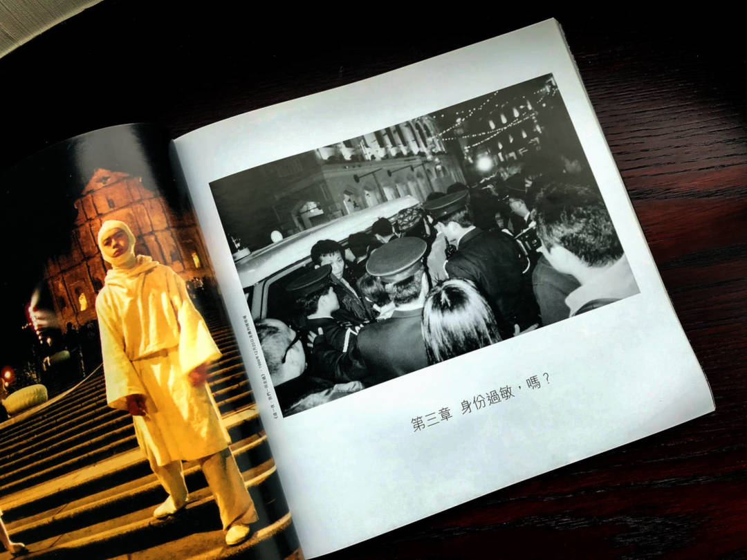 據《碇石》所述,1999年12月20日凌晨,其中一位被帶走的香港藝術家並無表演,只是觀眾。莫昭如等被釋放後,回到議事亭前地執拾。