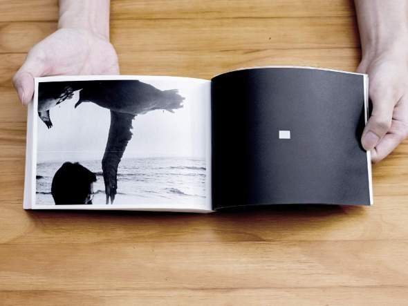 須田一政 ──《網膜直結指先目カメラ》相片由方言社提供