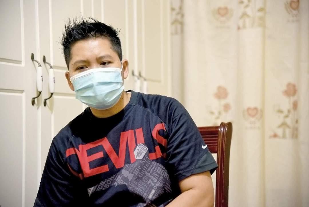 來自印尼的家傭Erik表示,有些朋友反映,僱主要他們在家中留宿,「但僱主把自己的朋友都請回來,一起打麻雀,吃大餐」。