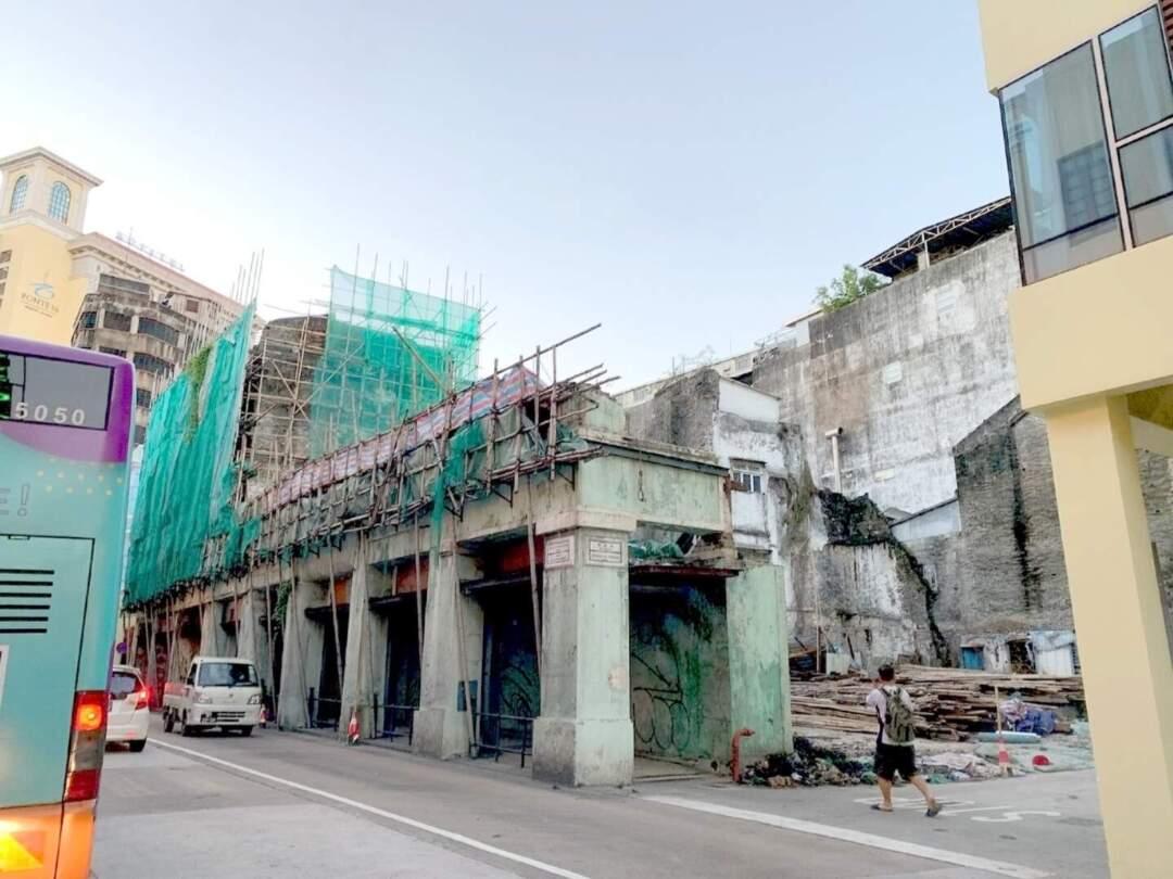 文物清單中的「六國飯店」舊址將被拆。社會有聲音質疑文化局有否嚴格督促業權人妥善維護。
