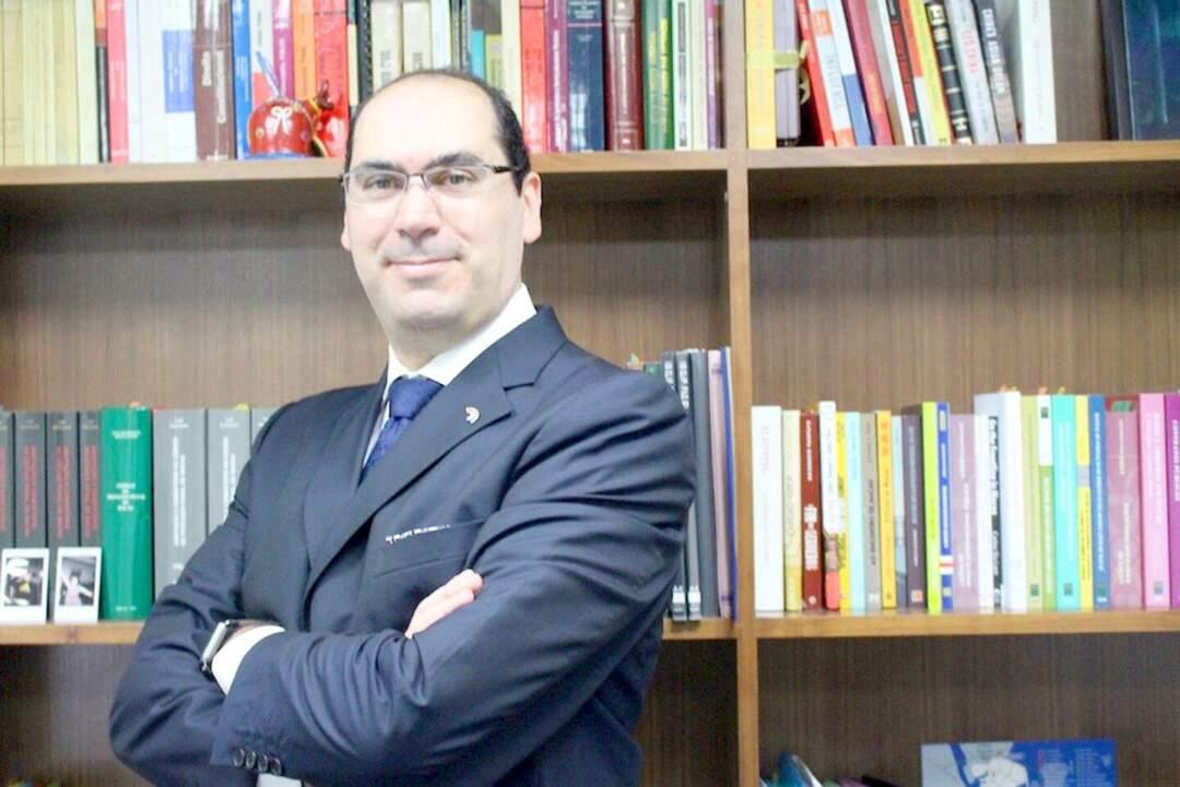 律師 Carlos Lobo(羅傑民)。