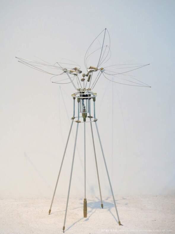 《蓮的獨白──細數溶月之滴》,日本藝術家田中真聰創作的動態雕塑。圖片來源:澳門藝博館
