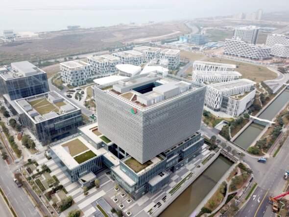 粵澳合作中醫藥產業園中醫藥控制基地全景。