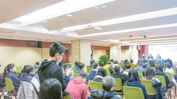 陳同學在非高等教育中長期規劃(2021-2030)最後一場公眾諮詢發表意見。資料相片