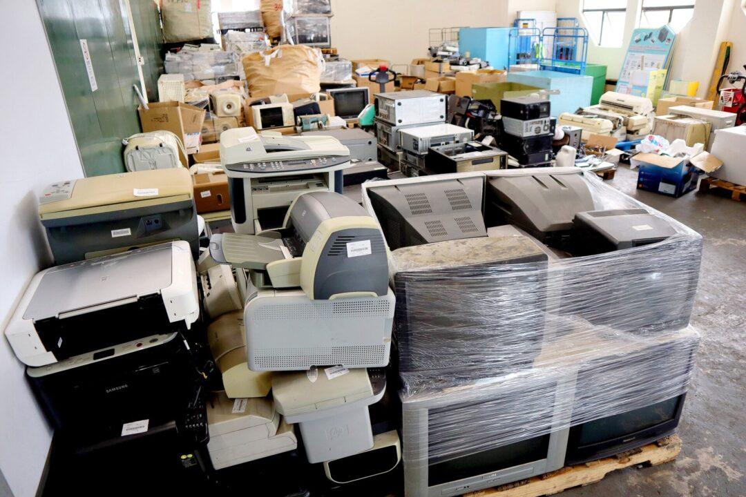 電子產品更新得快,不少市民會選擇買新,部分或被回收再用。